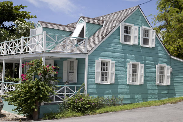 Foto di Side view of a wooden house in Dunmore Town painted greenHarbour Island - Bahamas