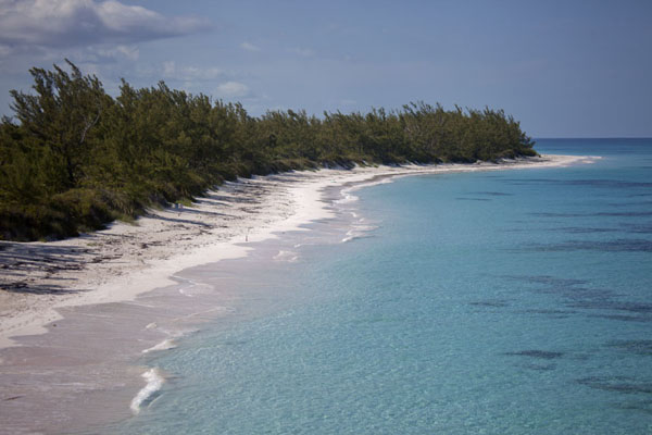 Foto van Lighthouse Beach seen from the cliffs at Eleuthera PointLighthouse Beach - Bahamas