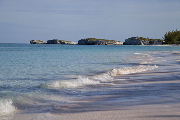 Foto van Lighthouse Beach with islets at the endLighthouse Beach - Bahamas