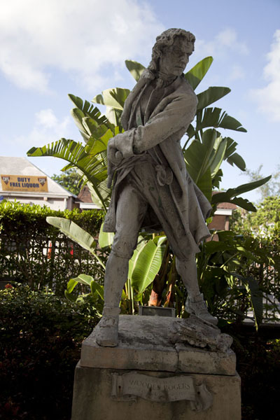 Foto van Woodes Rogers, the first royal governor of the Bahamas, lives on through this statue in Nassau - Bahamas - Amerika