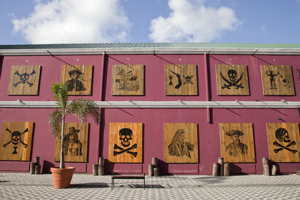 Foto van The wall of Pirates of the BahamasNassau - Bahamas