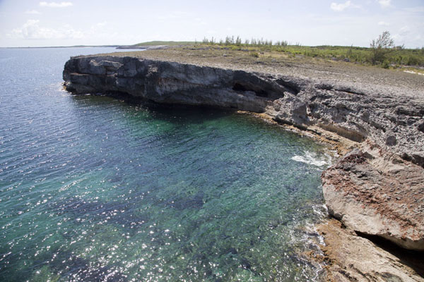 Foto di Looking east over the cliffsRainbow Cliffs - Bahamas