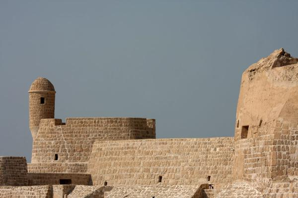Picture of Bahrain Fort (Bahrain): View of Bahrain Fort from the outside, with defensive walls and turret