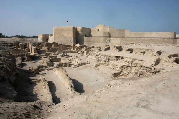 Excavations of ancient settlement with Bahrain Fort | Bahrain Fort | Bahrain