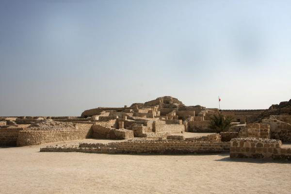 Picture of Bahrain Fort (Bahrain): Ruins of settlement at Bahrain Fort