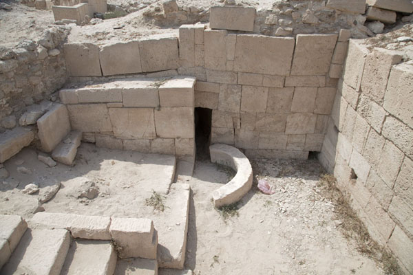 View into the lowest part of the temple, with access to the water source | Barbar temple | Bahrain