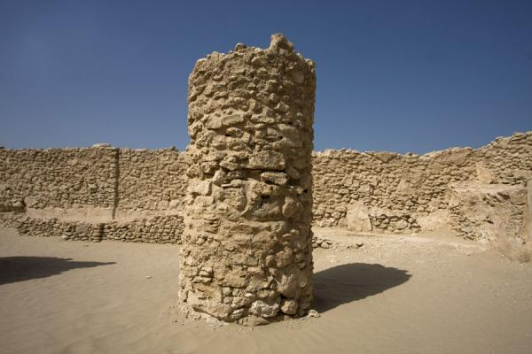 Picture of Saar (Bahrain): Old pillar in the temple of Saar