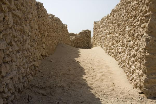Picture of Saar (Bahrain): Saar street with sand and walls