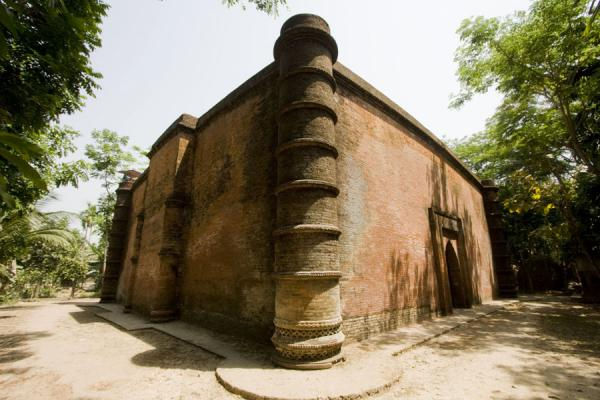 Picture of Bagerhat mosques (Bangladesh): Side view of Bibi Begni mosque