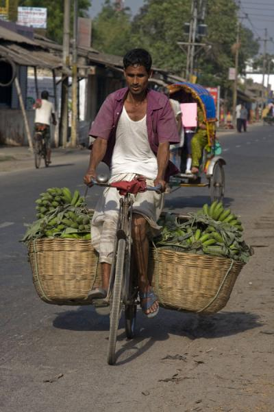 Strong biker with a heavy load of bananas | Bangla Pedal Power | Bangladesh