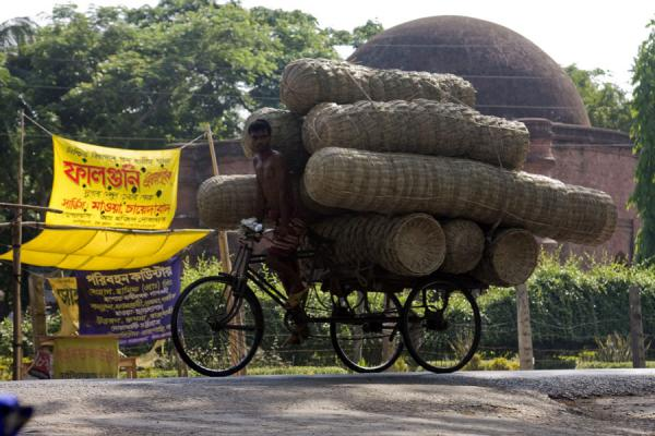 Bangladeshi transporting a big amount of baskets on his bike | Bangla Pedal Power | Bangladesh