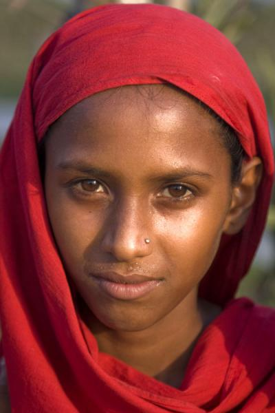 Foto di Girl posing for the occasion in southern Bangladesh - Bangladesh