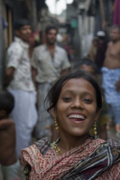 Foto de Joyful girl in a slum of DhakaBangladeshi people - Bangladesh