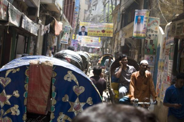 Endless traffic jams of rickshaws in the alleys of Old Dhaka | Bangladeshi rickshaws | 孟加拉共和国