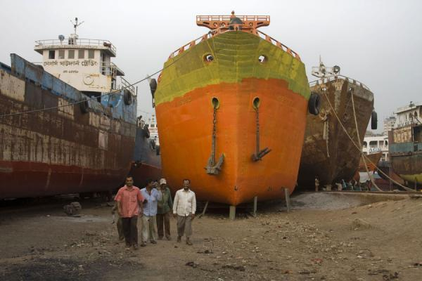 Picture of Ships and worker in the shipyard of Dhaka