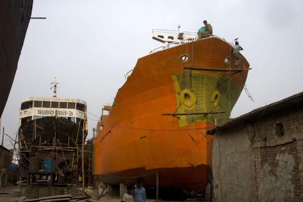 Picture of Ships in the shipyard of Dhaka