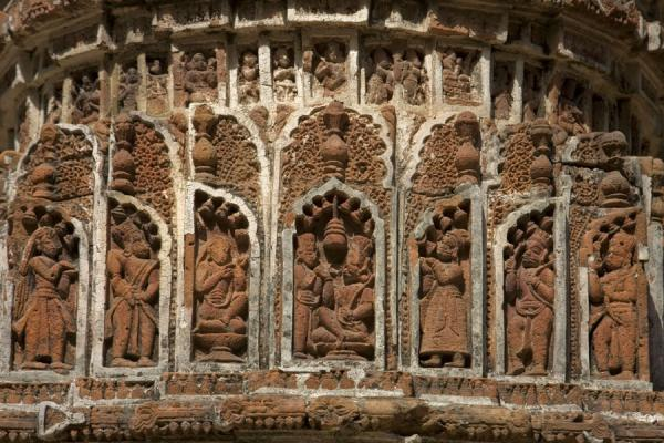 Picture of Kantanagar temple (Bangladesh): Sculpted figures: detailed view of a pillar of Kantanagar temple