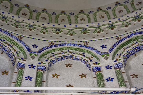 Foto de Arches in one of the cupolas of Sitara mosqueDacca - Bangladesh
