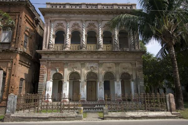 Picture of Sonargaon (Bangladesh): One of the old mansions of Sonargaon