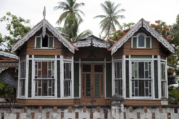 Foto de Typical gingerbread house in Bridgetown - Barbados - América