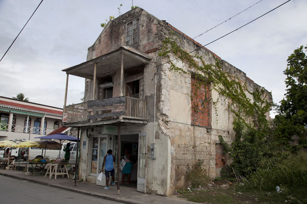 Photo de House on the main street of Speightstown - Barbade - Amérique