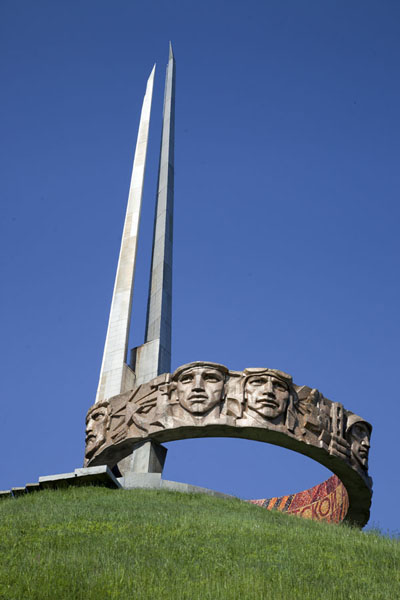 Picture of Mount of Glory (Belarus): Closer look at the monument with four bayonets and sculpted faces of soldiers
