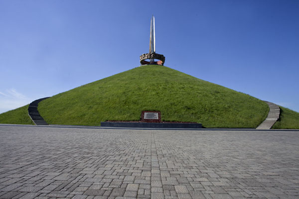 The monument of the Mount of Glory on top of a man-made hill | Mount of Glory | Belarus