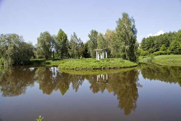 The islet of Love can be found in a pond in the park around the palace of Njasvizh | Njasvizh | Bielorrusia