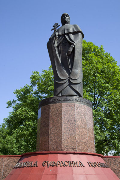 的照片 Statue of St. Euphrosyne from the 12th century, the first saint of Belarus and one of the famous inhabitants of Polatsk - 被拉瑞斯