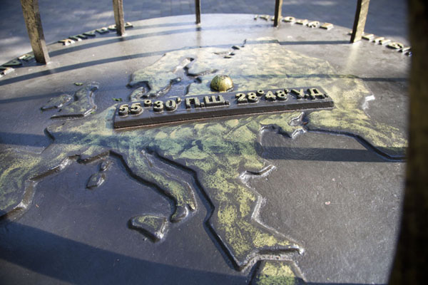 的照片 The geographical centre of Europe is clearly marked on Francisk Skoryni Avenue - 被拉瑞斯