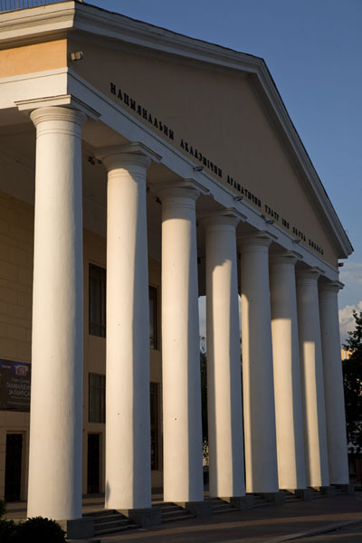 的照片 Column facade of the Art Museum of Vitebsk - 被拉瑞斯