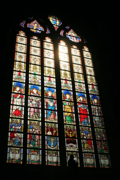 的照片 Light coming through one of the stained glass windows of Saint Bavo Cathedral根特 - 比利时