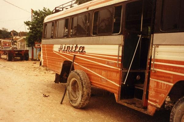 Foto van Buses are often maintained during duty hoursDangriga - Belize