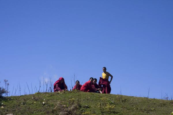 Bhutanese monks taking a break at the top of a hill - 不丹