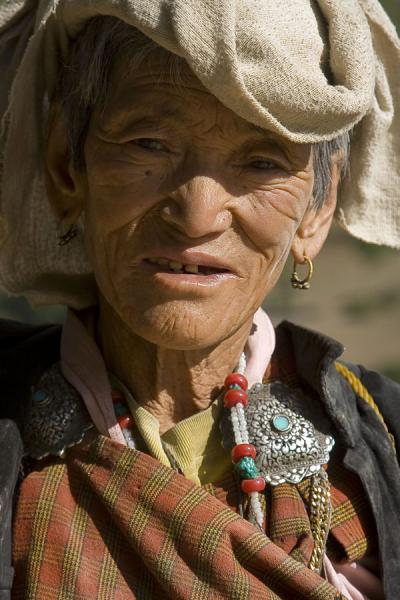 Foto van Old Bhutanese woman in Tang ValleyBhutaanse vrouwen - Bhutan
