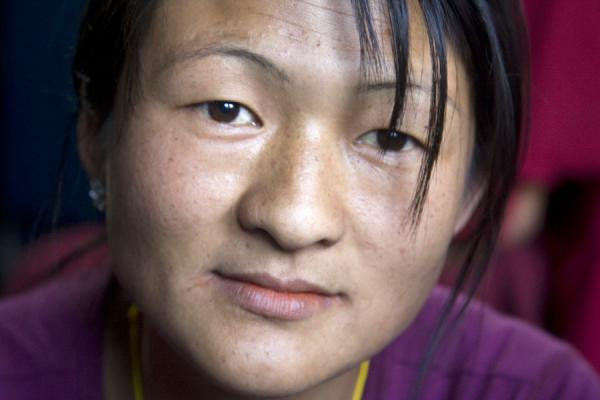 Bhutanese woman in a shop - 不丹
