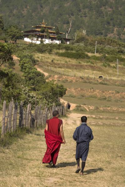 Picture of Chimi Lhakhang (Bhutan): Walking the hill towards Chimi Lhakhang