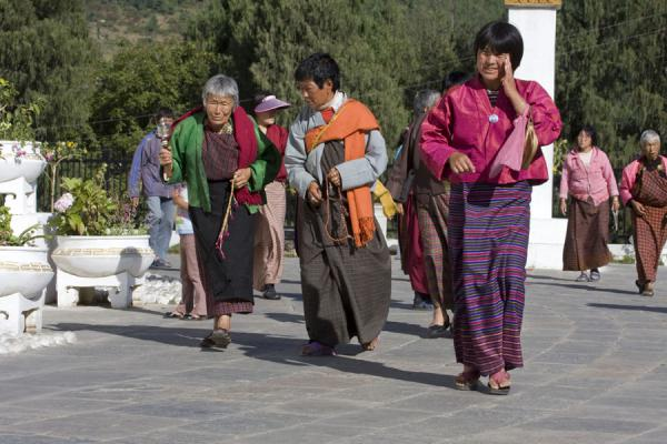 Foto van Women circumambulating the National Memorial ChortenThimphu - Bhutan