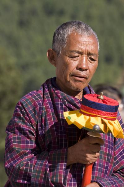 Bhutanese man with prayer wheel | National Memorial Chorten | 不丹