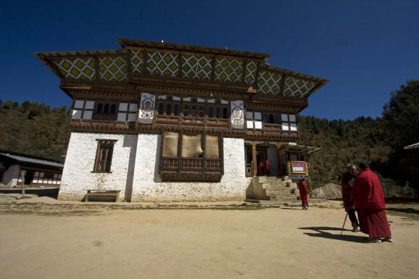 Picture of Petsheling monastery (Bhutan): Plaza in front of Petsheling monastery with monks and lama