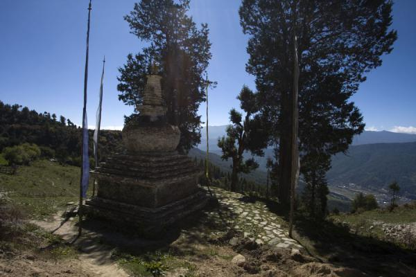 Picture of Petsheling monastery (Bhutan): Chorten and trees at Petsheling monastery