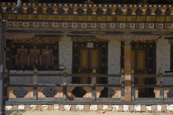 Picture of Petsheling monastery (Bhutan): Detail view of quarters of monks at Petsheling monastery