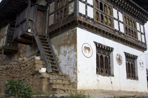 One of the typical houses in Rinchengang with animal paintings | Rinchengang | Bhutan