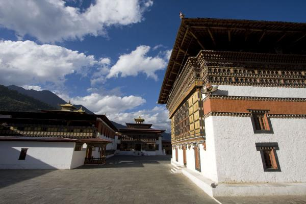 Looking north at Thimphu Dzong | Thimphu Dzong | Bután