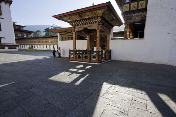 Shadows falling over the inner square of Thimphu Dzong | Thimphu Dzong | Bután