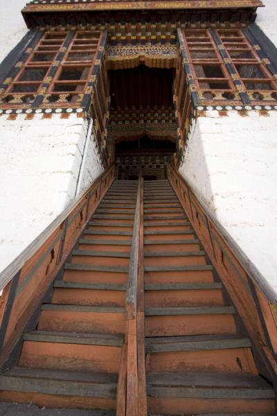 Foto van Wooden stairs in one of the buildings of Thimphu Dzong - Bhutan - Azië