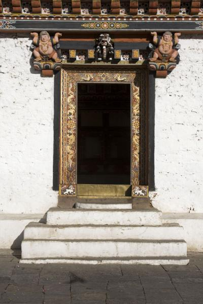 Wooden door with decorations in Thimphu Dzong - 不丹 - 亚洲