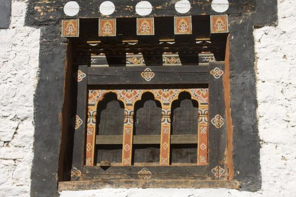 Picture of Trongsa Dzong (Bhutan): Traditional window pane in Trongsa Dzong
