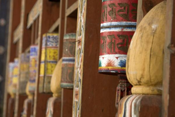 Close-up of prayer wheels at Trongsa Dzong - 不丹