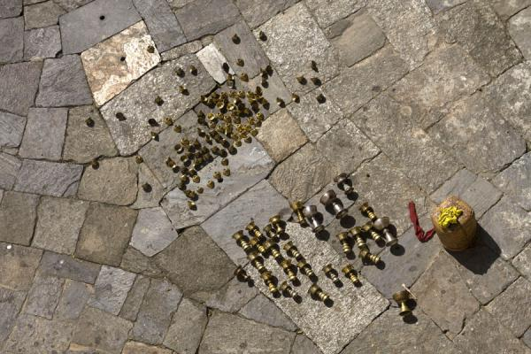 Picture of Trongsa Dzong (Bhutan): Butter lamps lying on the floor of Trongsa Dzong to dry
